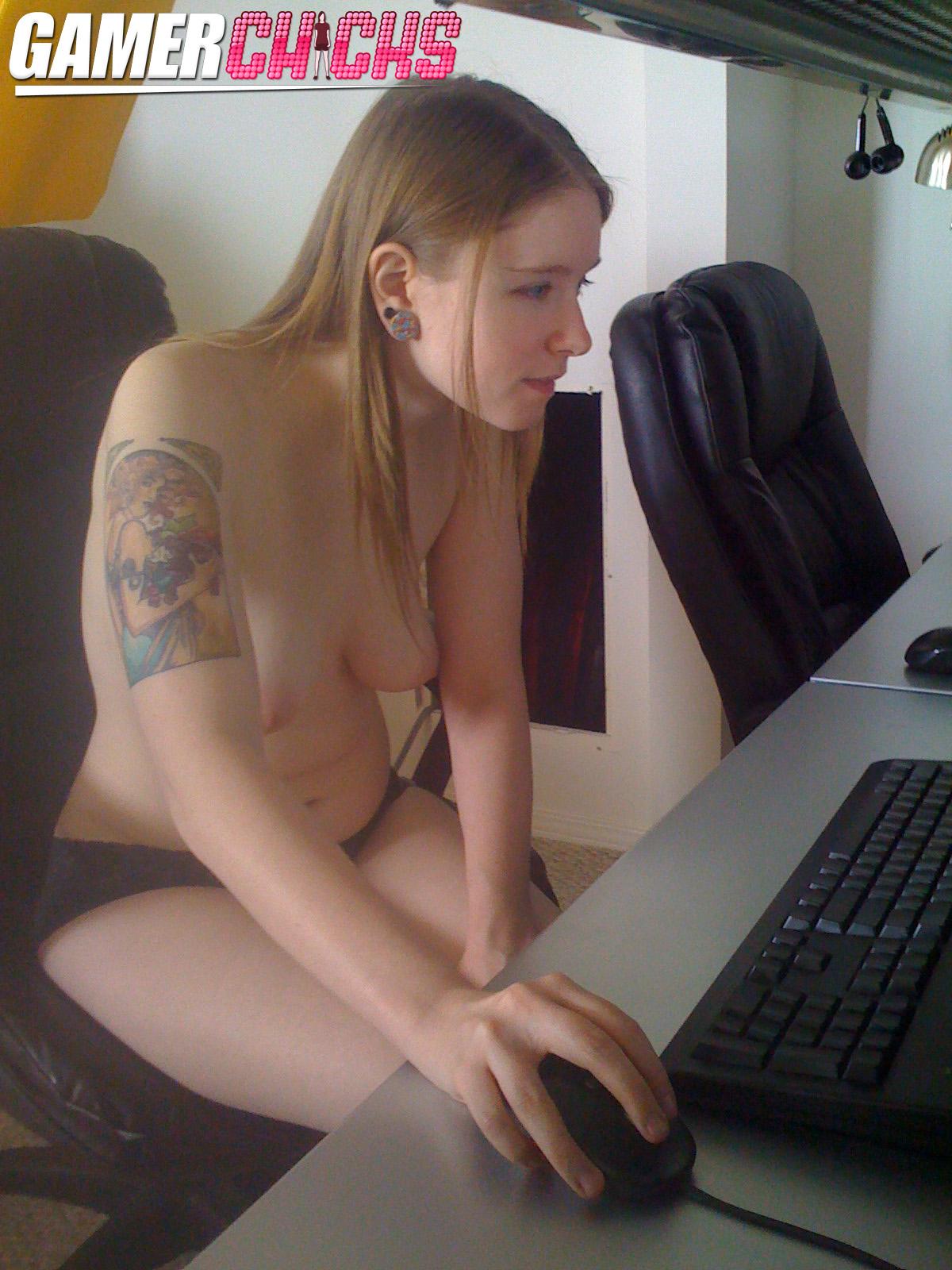 Naked gamer girl nude